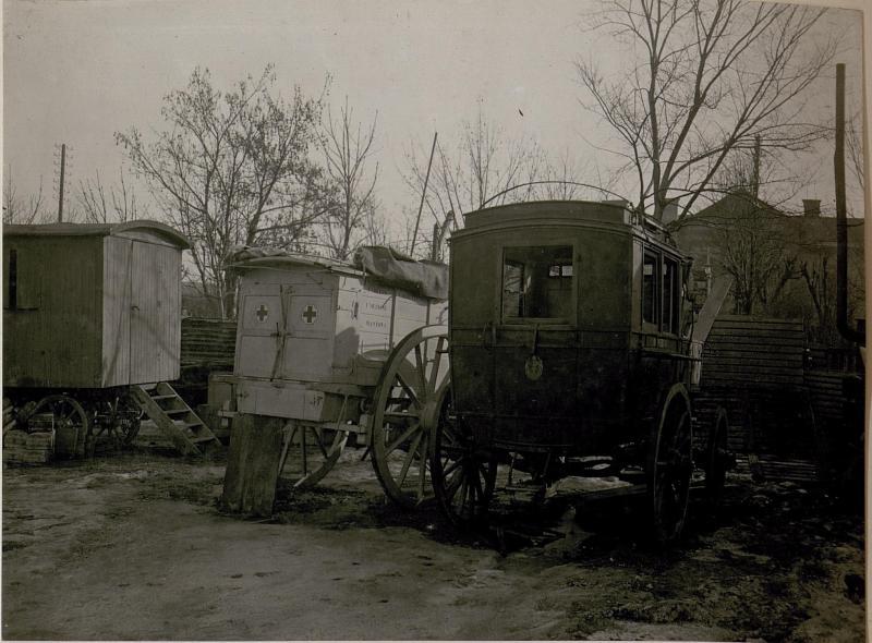 Erbeutete italienische Sanitätswagen in Villach. (Kriegsmaterial-Sammelstelle)