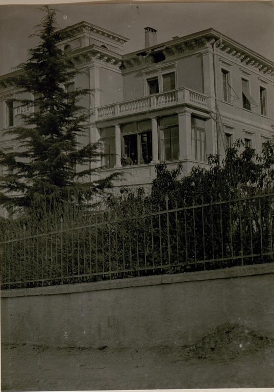 Bombeneinschlag durch feindlichen Fliegerangriff auf Trient am  28.2.1918 um 3h früh (Villa Maria.)