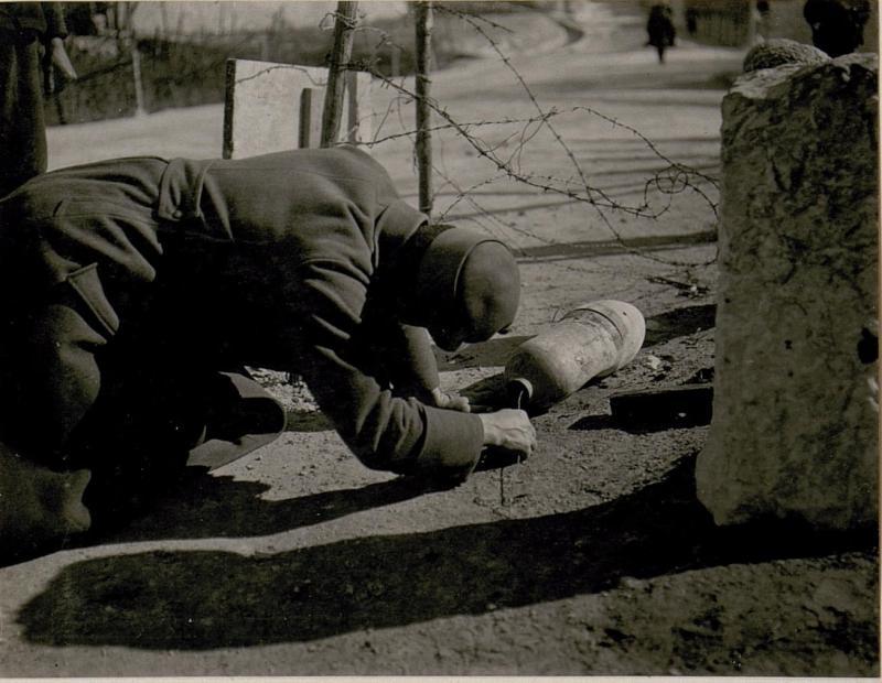 Die bei Calliano am 24.2. 1918 abgeworfene, nicht  explodierteitalienische Fliegerbombe,  Abschlussschraube entfernt.