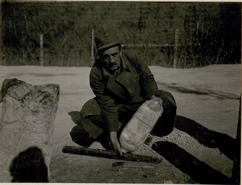 Die bei Calliano am 24.2. 1918 abgeworfene, nicht  explodierteitalienische Fliegerbombe,  Abschlussschraube entfernt, 1kg. Pulver entnommen