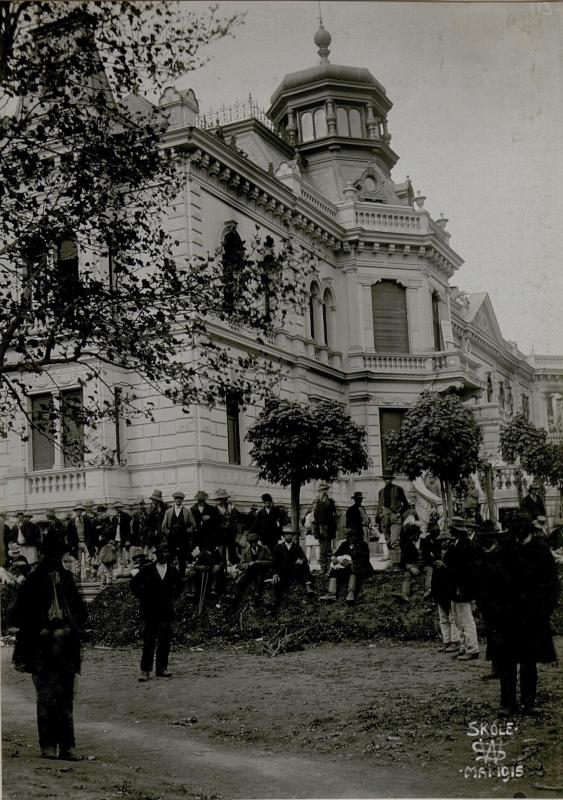 Abgebranntes Schloss, Skole.
