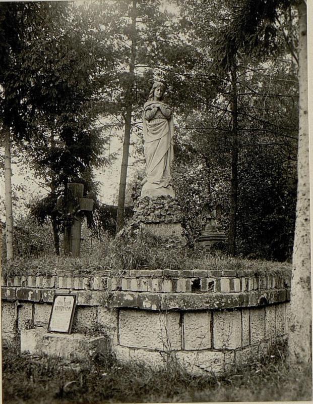 Denkmal am Friedhof in Zlotniki.
