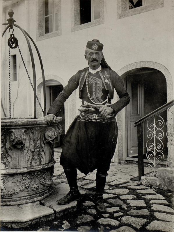 Albanese beim österreichisch-ungarischen Generalkonsulat in Skutari.