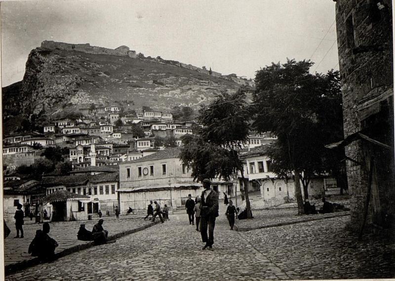 Berat: Türkenviertel, die Fürstenstraße gegen Beligrad.