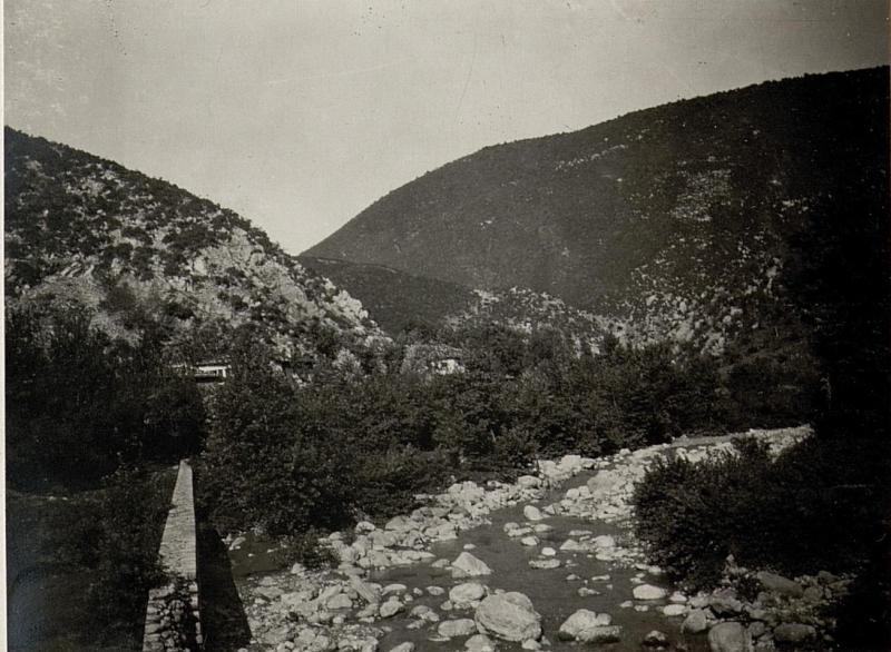 Blick von der Brücke gegen den Ort Ljabinoti postme.