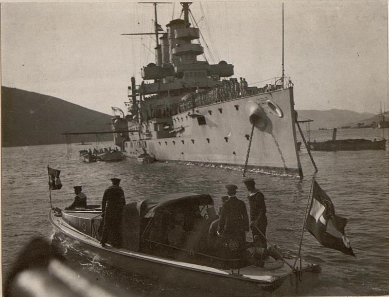 Besichtigung des Kriegsschiffes S.M.S St. Georg, aufgenommen in den Gewässern vor Castelnuovo.
