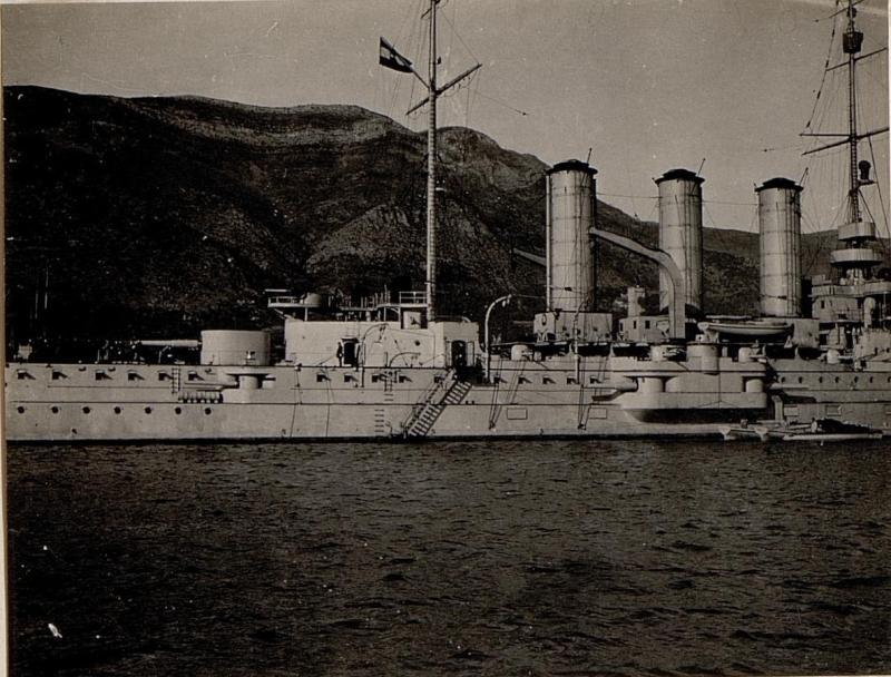 Besichtigung des Kriegsschiffes S.M.S. St. Georg, aufgenommen in den Gewässern vor Castelnuovo.
