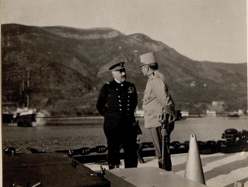 Besichtigung des Kriegsschiffes S.M.S. St. Georg, durch General der Infanterie Kövessvon Kövesshaza  und Vizeadmiral Fiedler.. Aufgenommen in den Gewässern vor Castelnuovo.