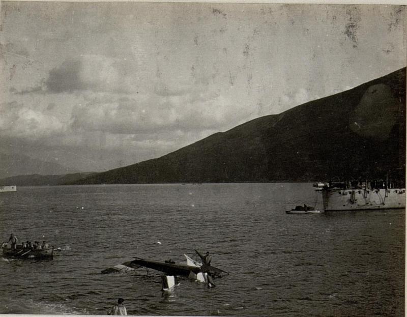 Der während seiner kühnen Produktionen abgestürzte Hydroplan K.39. Aufgenommen in den Gewässern vor Bavsic.