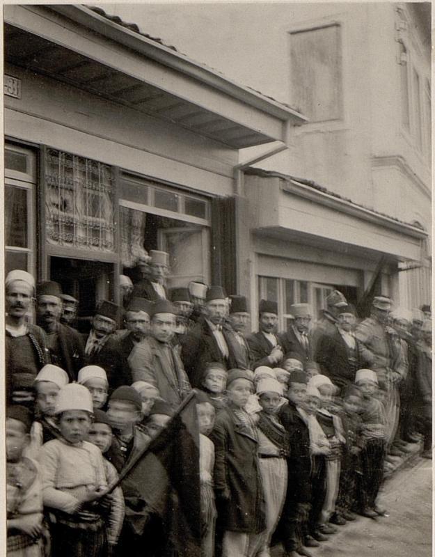 Albanesische Bevölkerung. Aufgenommen anlässlich einer Inspizierungsreise nach Skutari am 23. Februar 1916.