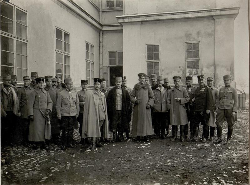 Generalstabsgruppe mit dem auf Besuch weilenden türkischen Prinzen in Cacak.