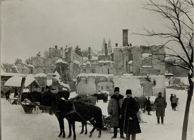Brandruinen des nordöstlichen Stadtteiles in BUCZACZ, der schönste Teil der Stadt, den die vermögensten Bürger bewohnten wurde gelegentlich der ersten Einnahme im Herbste 1914 von Kosaken Abteilunegn angezündet.