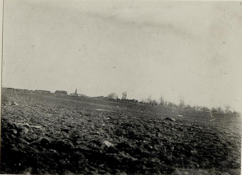 Ansicht des zerstörten Ortes Lgota Murovana mit dem anschliessenden Schlachtfeld.Südseite.