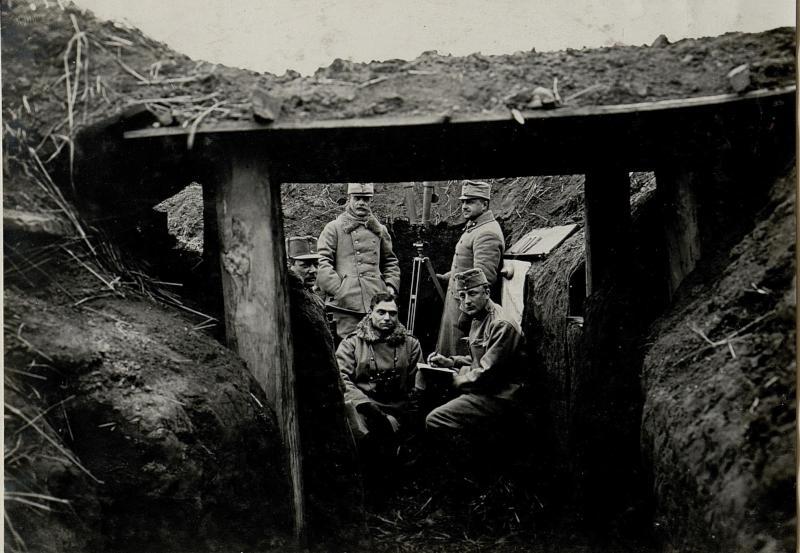 Art.Beobachtungstand der türk.Feldhaubitzbatt.N.l bei Kocina im Schützengraben des Lir.31.