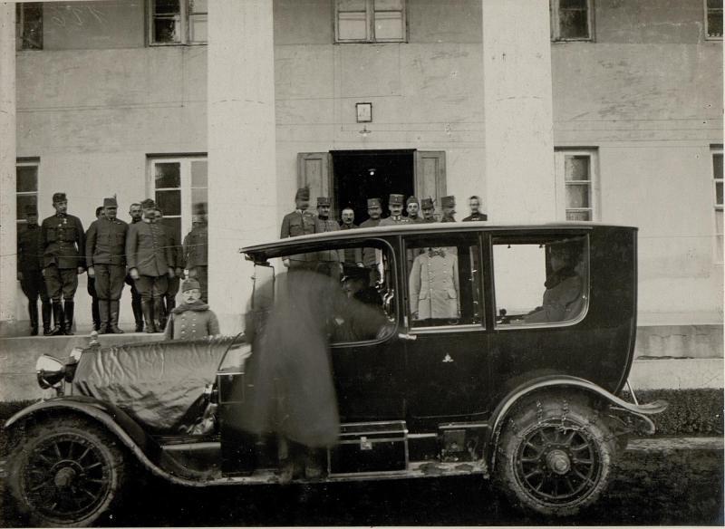Abfahrt von Erzherzog Karl nach seiner Inspektion vom 9. Korpskommando, aufgenommen in Ostrozec am 2. Februar 1916