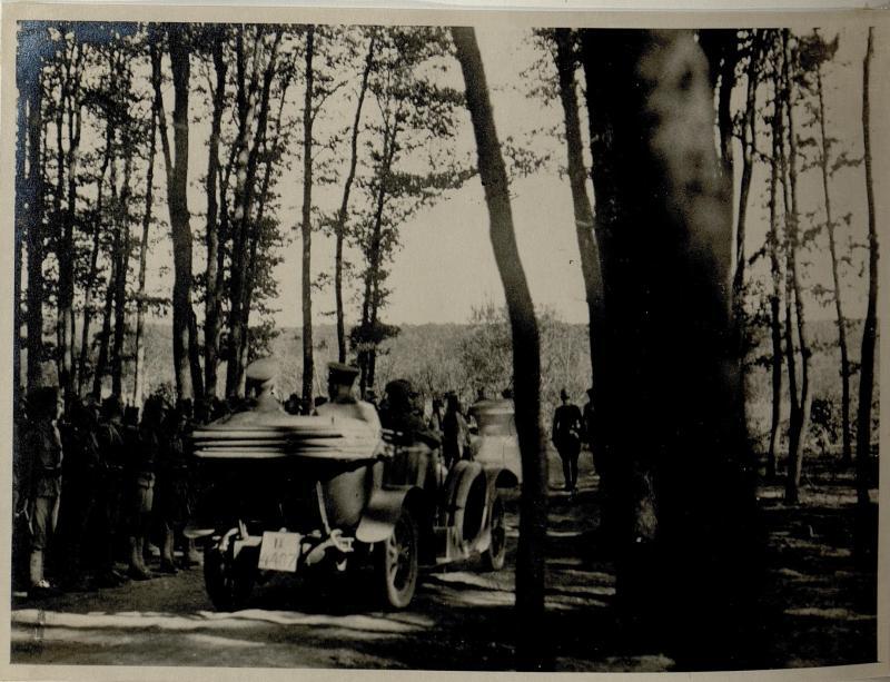 Abfahrt des Generalfeldmarschalls August von Mackensen nach der Besichtigung der Truppen im Taslanwald