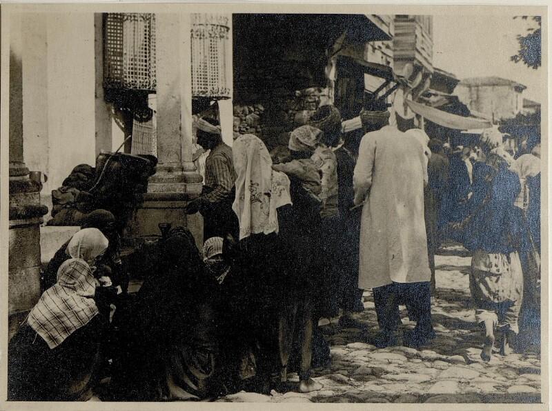 Handeltreibende türkische Frauen, Wochenmarkt Esine.