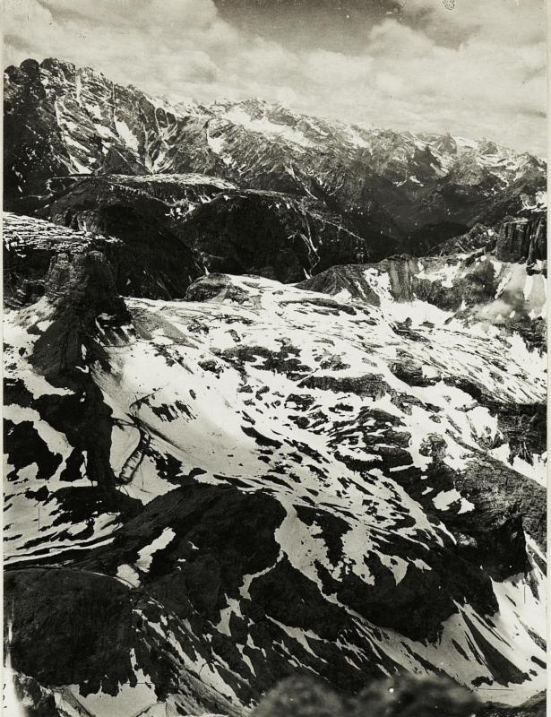 Panorama vom Standpunkt Innichriedelknoten:.Toblingerknoten, Monte Piano, Tofana:. I.II.III.  (6. Teilbild zu  WK1_ALB15_04059a)