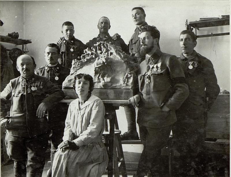 Verteidiger der Foramestellung mit der Bildhauerin Lona von Zamboni, Hauptmann Goller und Oberleutnant Plankensteiner