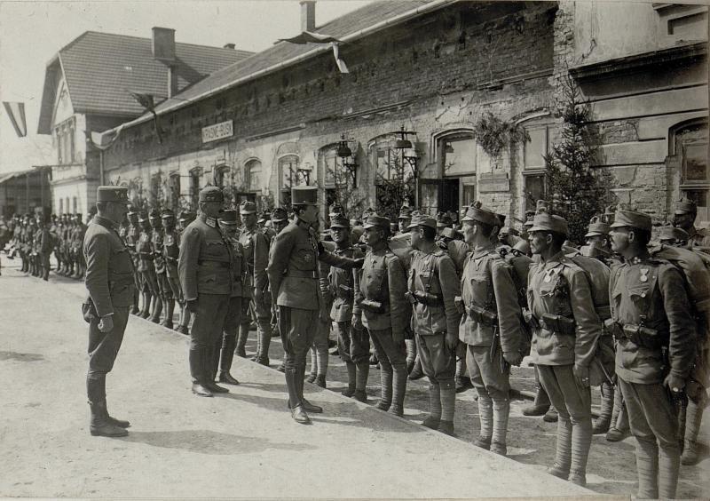 Kaiser Karl I. besucht die Armeegruppe Böhm-Ermolli in Busk