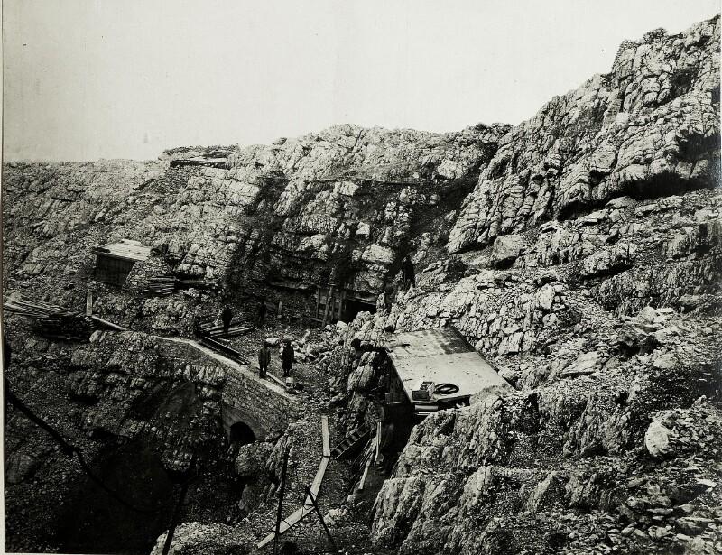 Standpunkt Vallon Bianco: Tunnel zu den Geschützständen auf Vallon Bianco.