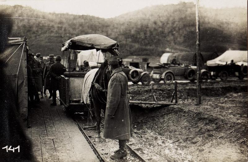 Abfahrt von Vora mit Feldbahn.