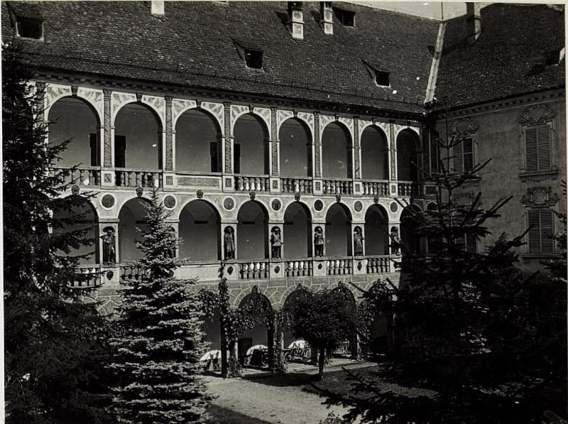 Alter Hof im Fürstbischöflichen Palais.