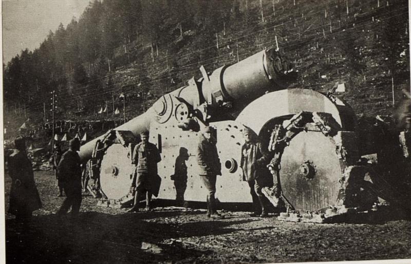 Abtransport eines erbeuteten italienischen 26cm Schiffsgeschützes im Assatal.