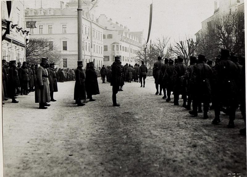 Bruneck, Kaiserjägerfeier am 16.1.1916. Vorbeimarsch der Kaiserjäger.