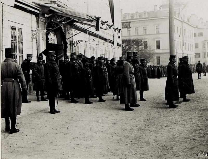 Bruneck, Kaiserjägerfeier am 16.1.1916. Der 14. Korpsstab vor dem Hotel Post.