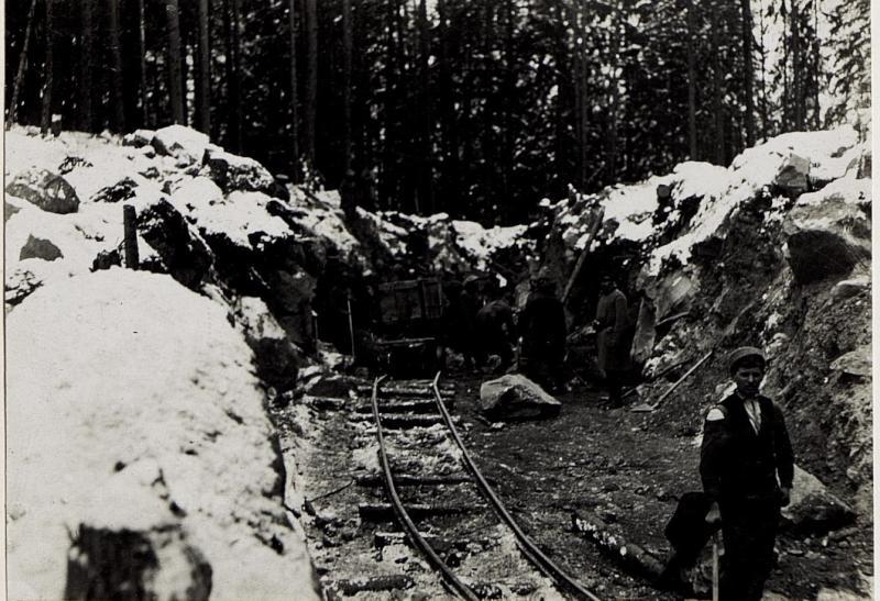 Gefangene Russen beim Bau der Grödnerbahn, Oktober 1915.