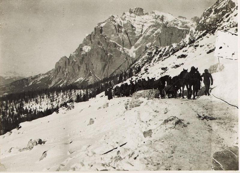 Antransport von Munition auf den Valparola - Sattel, 28.9.1915.