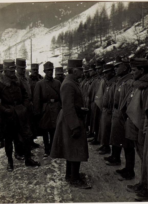 Ansprache an Truppen der Brigade Oberst Lechner.
