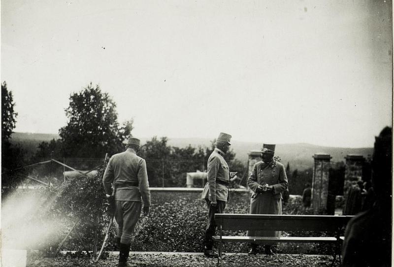 Armeekommandant Exzellenz Boroevic mit Exzellenz Goiginger in Konstanjevica.