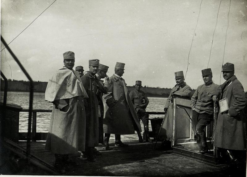 Am Schiff vor Belgrad bei der Einnahme durch die Division 57.