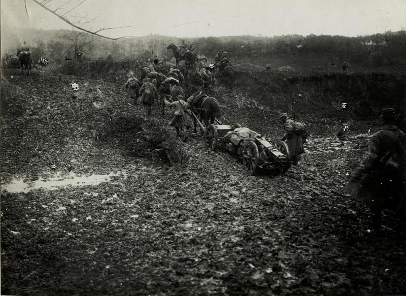 Artillerie der k.u.k. Armee rückt während des Serbienfeldzugs im Herbst 1915 vor