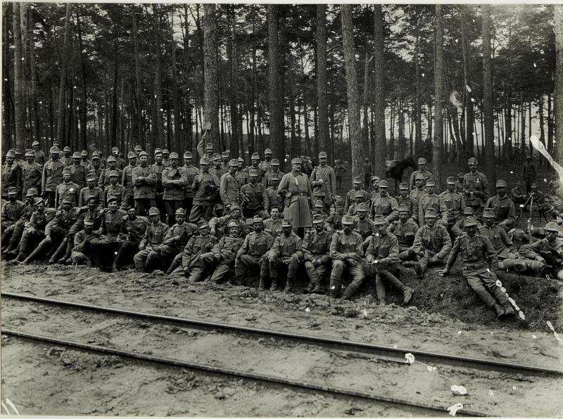 8. Marschbataillon, Hauptmann Fleischer des 31. nagyszebener Infanterieregiments im Marsche an die Front auf der Straße.