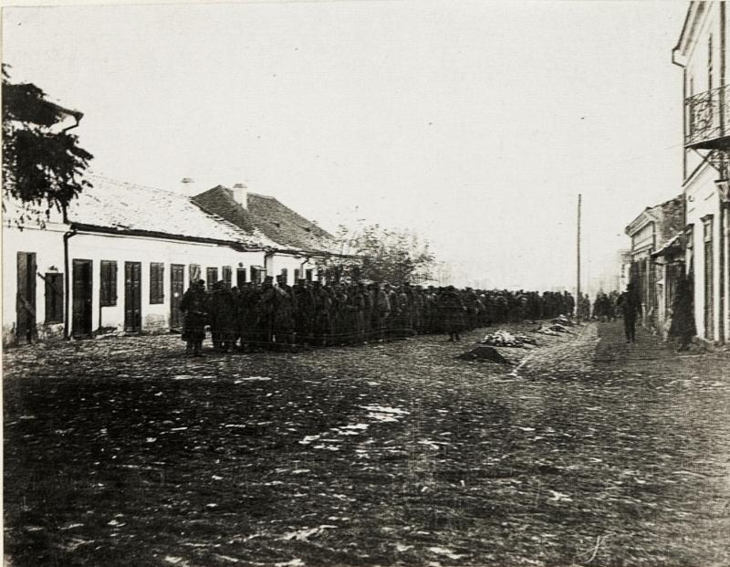 Serbische Kriegsgefangene in Loznica.