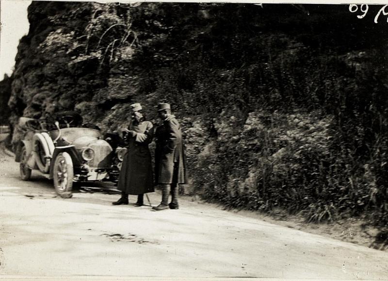 Abteilungsauto mit Defekt nächst Bahnhof Santa Lucia - Tolmein, 8.5.1916.