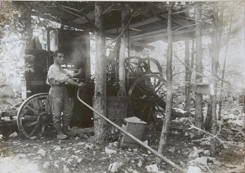 Benzinmotor zum Betriebe des Bohrhammers zum Kavernenbau