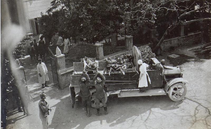 Ankunft eines Verwundeten Transportes 21.8.17.