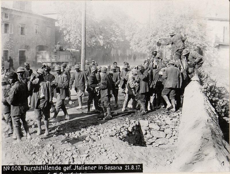 Durststillende Gefangene Italiener, Sesana, XI.Isonzoschlacht.