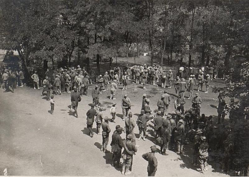Gefangene Italiener aus der XI, Isonzoschlacht bei Sesana. 22.8.17.