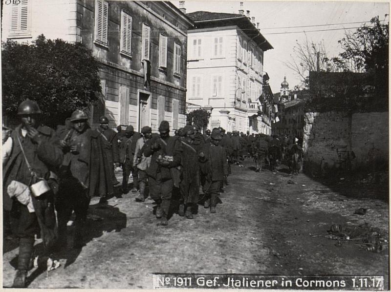 Gefangene Italiener a.d.XI.Isonzoschlacht bei Osek.29.8.17.
