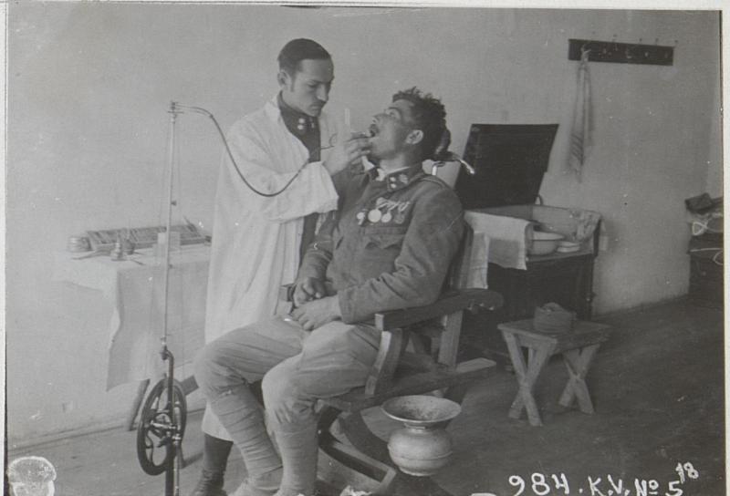 Zahnbehandlung im Felde.3.9.17.