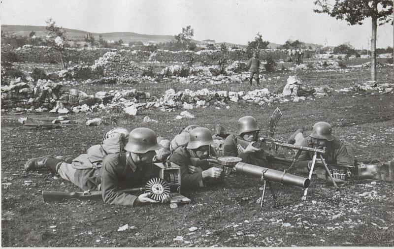 Deutsche Gruppe von Muskete u.Lewis, Masch. Gewehrgr.a.d. Isonzofront