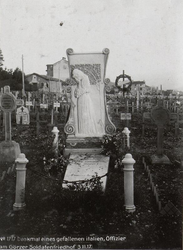 Denkmal eines gefallenen italien, Offizier am Görzer Soldatenfriedhof 3.11.17.
