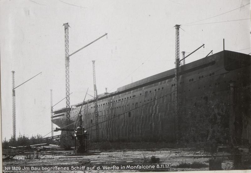 Jm Bau begriffenes Schiff auf d. Werffe in Monfalcone 8.11.17.