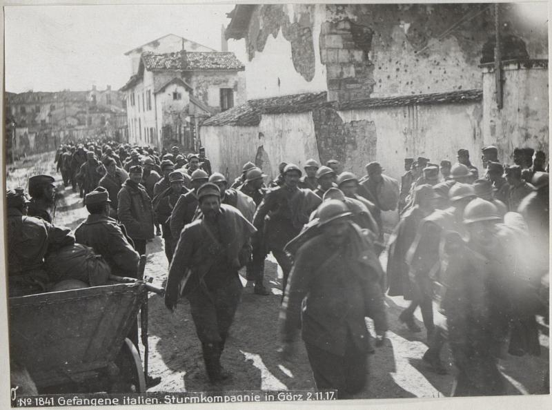 Gefangene italien.Sturmkompagnie in Görz 2.11.17.