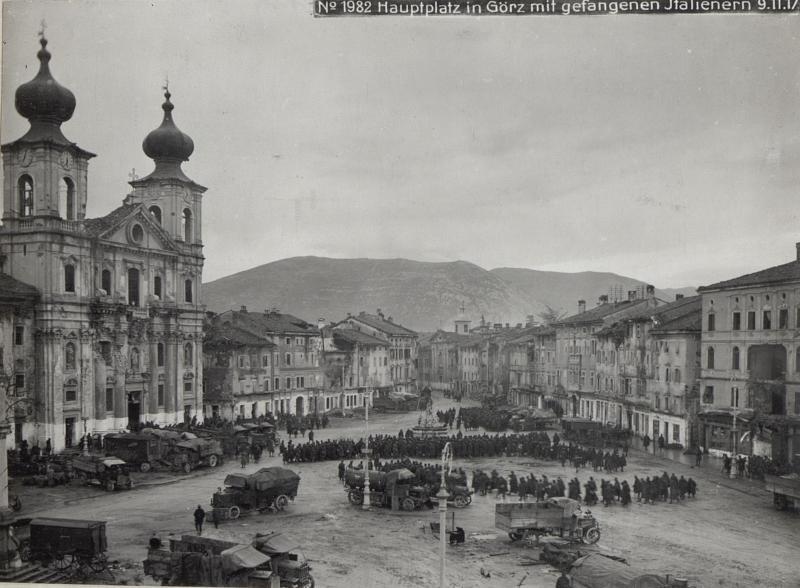 Hauptplatz in Görz mit gefangenen Italienern 9.11.17.